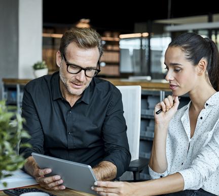 Profesionales buscando métodos para captar perfiles IT