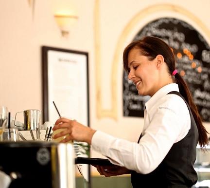 ¿Cómo puede uno convertirse en camarero profesional?